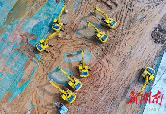 (2月22日,湖南湘江新区,中联重科智慧产业城项目正抓紧建设。湖南日报・新湖南客户端记者 徐行 摄)