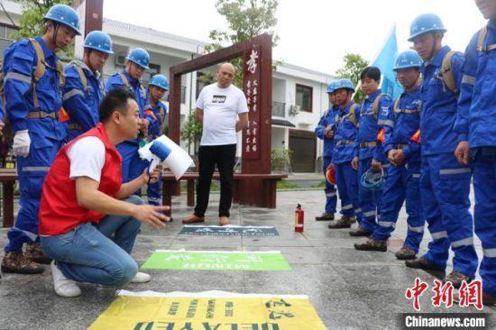 社会公益组织在同心村庄开展安全家园志愿者救援队培训。 宁乡市委统战部供图