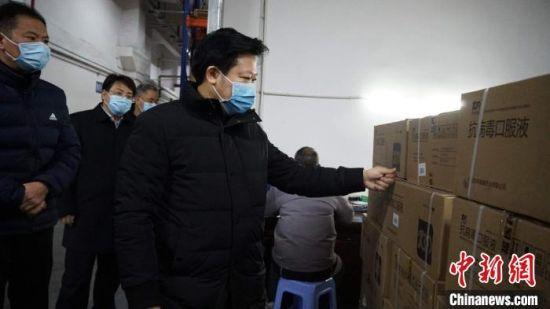 疫情期间,郴州市长刘志仁到当地园区调研。