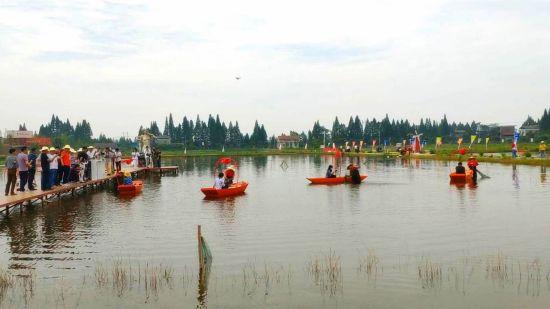 南县第二届小龙虾捕捞节及网络直播节现场。