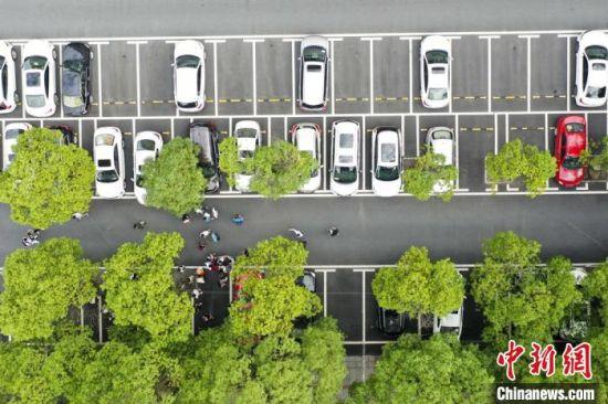改造后的株洲市天元区保利大厦停车场。 杨华峰 摄