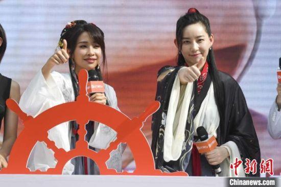 姐姐们更是以汉服造型亮相带领现场观众一同为长沙打call。 杨华峰 摄