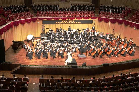 长沙交响乐团改革发展汇报演出精彩上演。邓霞 摄