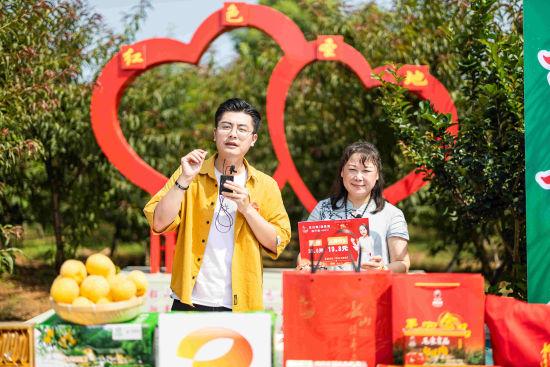 本场直播销售韶山福寿黄桃等优质农产品1.1万单。