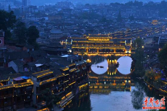 沱江夜景。湘西州委宣传部供图