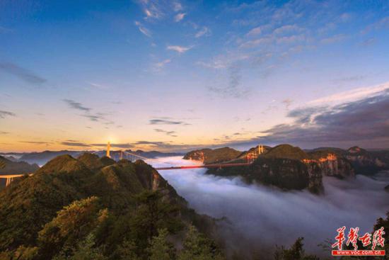 矮寨大桥美景。湘西州委宣传部供图