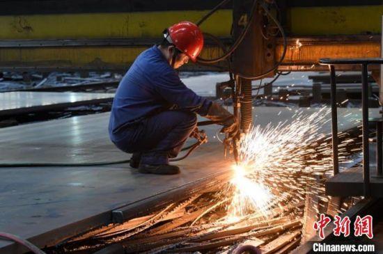 湘钢工人正在作业。湘钢供图