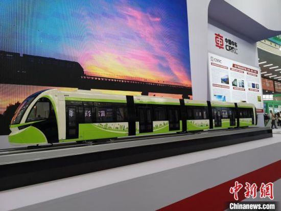 五模块储能式现代有轨电车。 唐小晴 摄