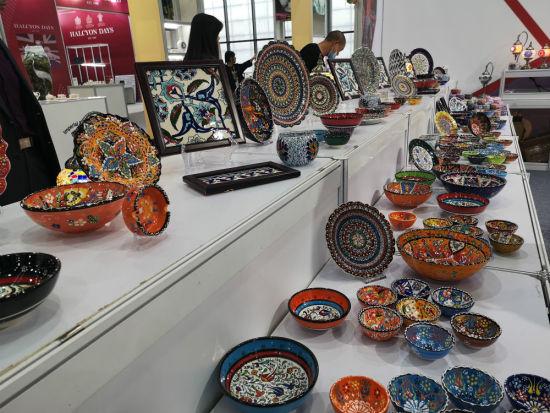 Arzu Tutuncu带来的土耳其彩瓷。
