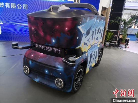 """低速自动驾驶小车""""BOBO・GO""""。 唐小晴 摄"""