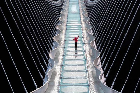 张家界大峡谷玻璃桥。覃朝霞 摄