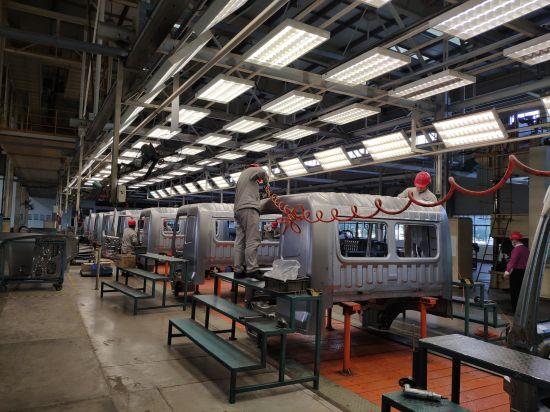 特变电工云集高压开关有限公司生产车间。王昊昊 摄 位于衡阳的湖南华菱汽车有限公司生产车间一景。王昊昊 摄