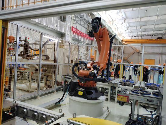 位于衡阳的湖南华菱汽车有限公司生产车间一景。王昊昊 摄