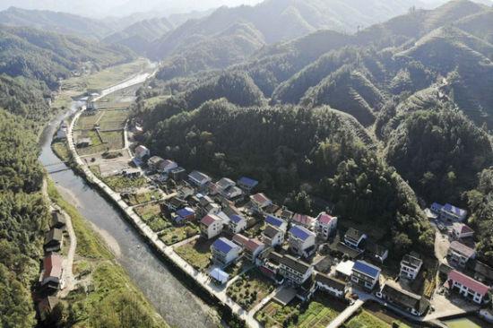 安化县江南镇黄石村。 杨华峰 摄