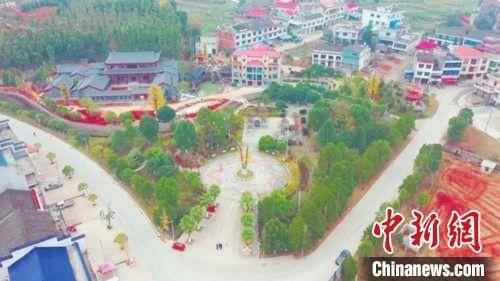 秋湖村方圆广场。 彭鹏 摄