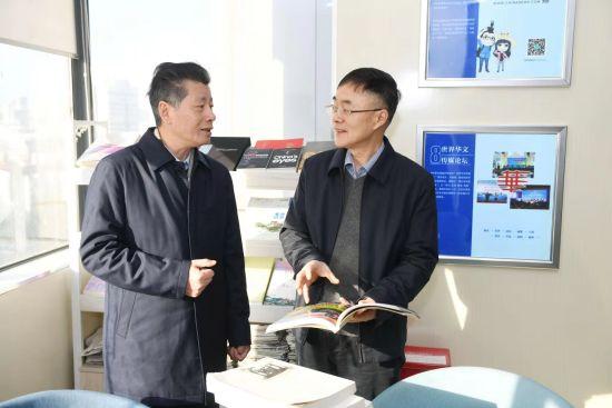 湖南省委统战部副部长邓建华一行到中新社湖南分社走访调研。