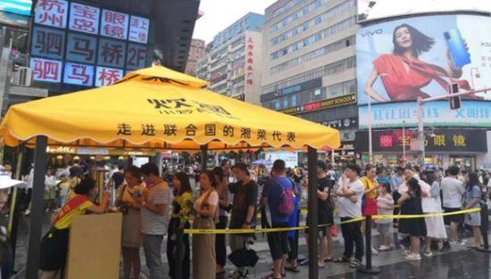 炊烟小炒黄牛肉成为名副其实的长沙湘菜排队王。