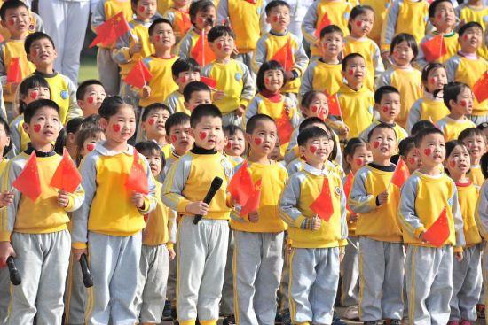 """近400名中南幼儿""""童声""""献礼建党百年。"""