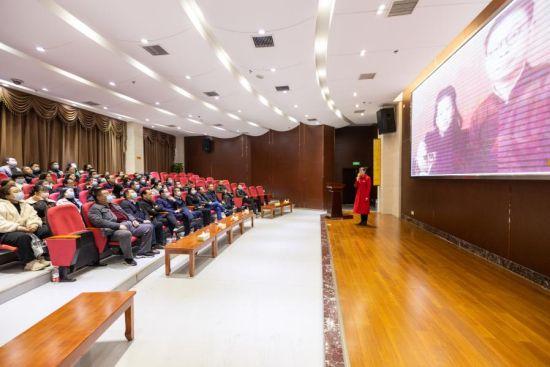 党员在湖南党史纪念馆聆听党课现场