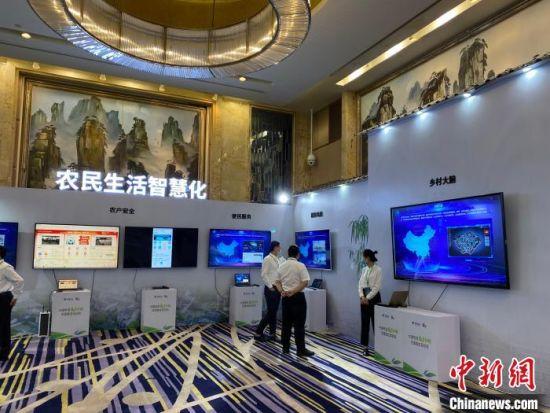 中国电信数字乡村产品展示。 王昊昊 摄