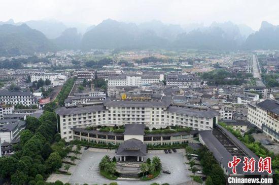 张家界武陵源区用来安置滞留游客的酒店之一。 杨华峰 摄