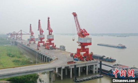 通江达海的岳阳城陵矶港。(资料图) 杨华峰 摄