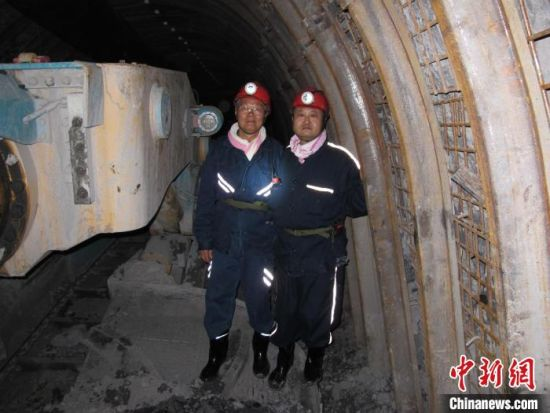 2012年,何清华在淮北许疃矿考察。 山河智能供图