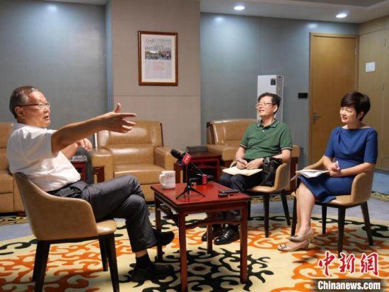 何清华接受中新网记者专访。 王昊昊 摄