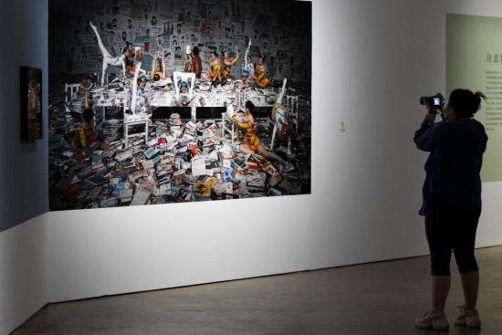 市民拍摄2013年摄影作品《疯狂阅读》。