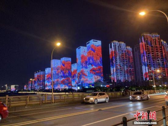 长沙湘江岸的灯光秀。张会杰 摄