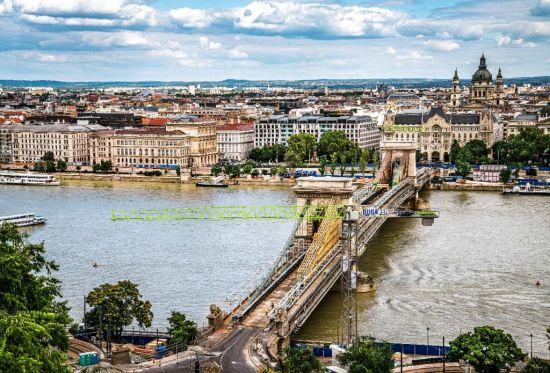 """中联重科塔机化身欧洲多瑙河上的""""文物修复师""""。"""