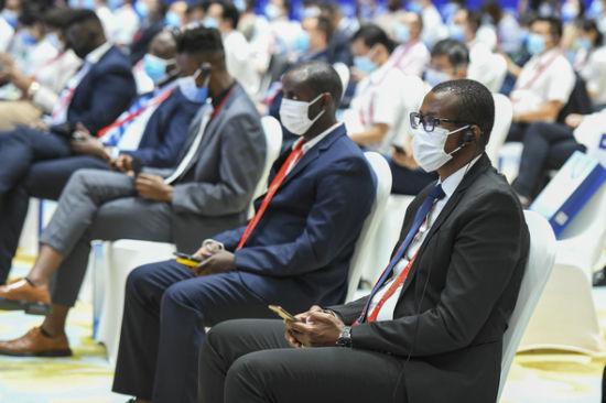 2、共有40多个非洲国家,近900家中非企业参展参会。杨华峰 摄