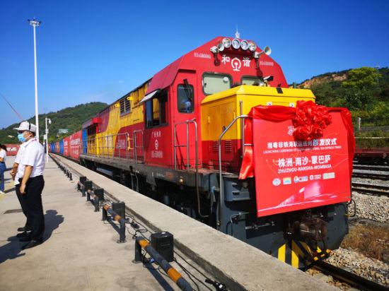 9月15日,首列湘粤非铁海联运班列从湖南株洲正式启运。刘曼