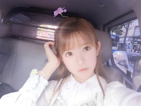 韩国第一欧美yurisa头上长花写真女生美女图片黑白图片