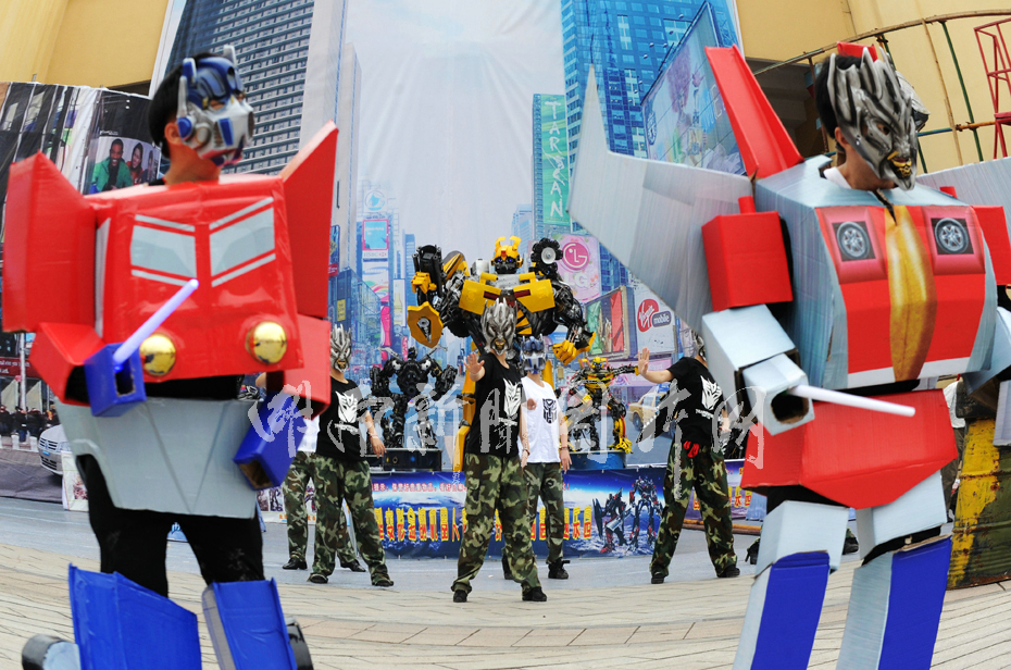 """迎""""六一""""儿童节 长沙公园举办变形金刚主题--湖南"""