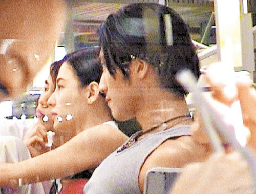 2002年锋芝游泰国 2002年张柏芝受伤,谢霆锋躲记者攀墙探望,锋芝图片