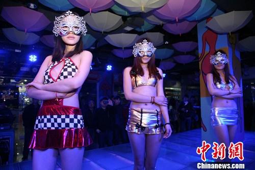 华峰新闻网--图集杨湖南情趣个人记者用女人刑具给图片