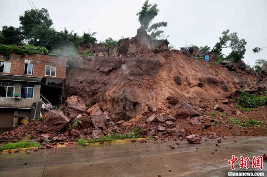 连日强降雨致全国95人亡 防总启动Ⅱ级应急响
