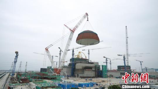 """中联重科3200吨起重机助力""""华龙一号""""穹顶成功吊装"""