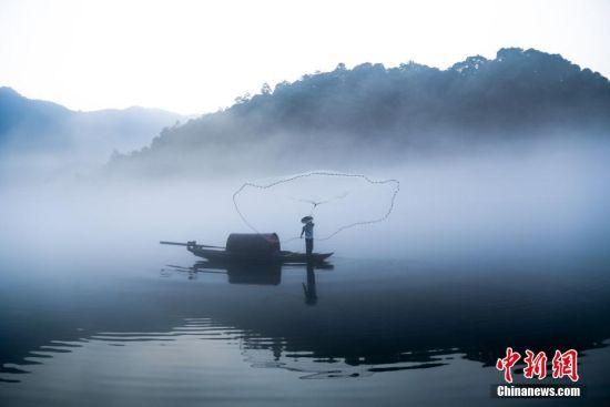 湖南东江湖现晨雾 朦胧缥纱似仙境