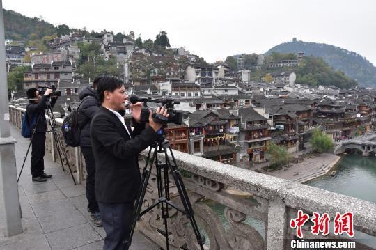 外媒记者探访澳门永利官网线上娱乐凤凰 感受最美小城魅力