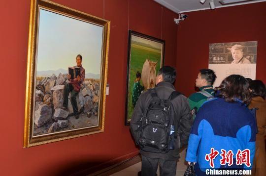 """艺术基因唤醒千年古城 游客湘西凤凰过""""艺术年"""""""