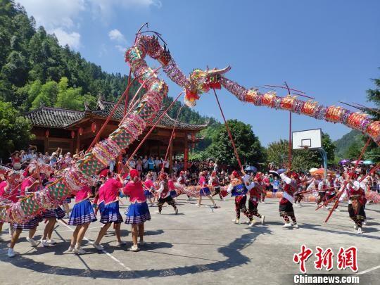 苗乡人民喜庆澳门永利官网线上娱乐六月六山歌节