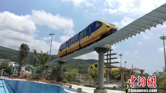 钱柜777唯一平台首条浅海运营单轨观光列车亮相海南 预计年底运行