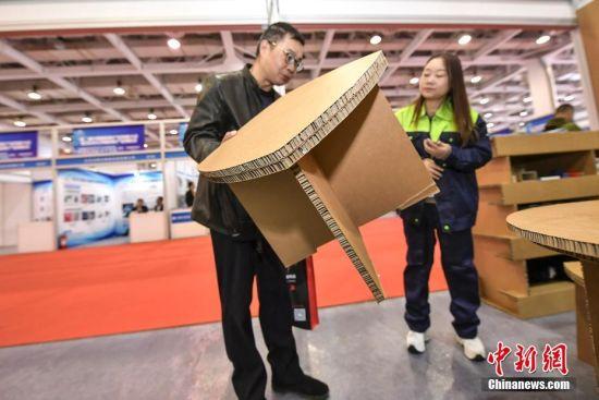 长沙新资料财产展览会开幕 纸制桌椅受捧