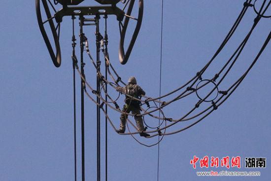湖南带电作业中心特高压连续带电作业步步惊心