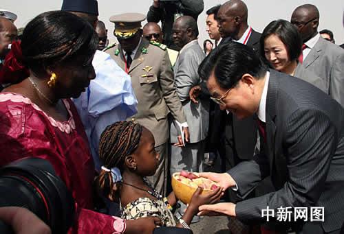 德将对中国继续提供发展援助_胡锦涛承诺中国将继续增加对非洲援助图湘