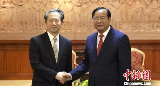 熊波大使向柬埔寨副首相兼外交大臣布拉索昆辞行