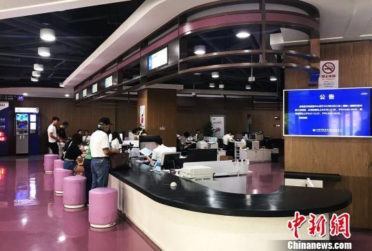 """上海首个智能导引服务系统解决企业办证""""痛点"""""""