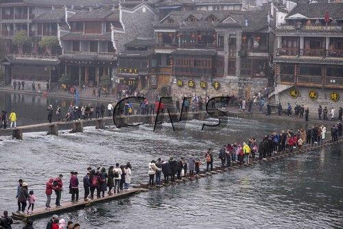 澳门《澳门日报》:凤凰古城迎春节旅游高峰(图)